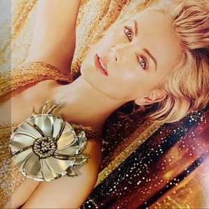 Jewelry - Gorgeous Flower pin Brooch
